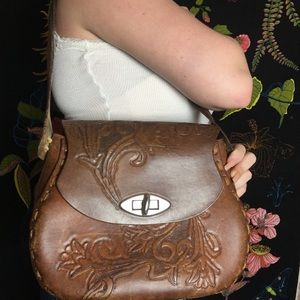 VINTAGE 1970s HAND TOOLED LEATHER HANDBAG